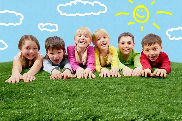 В чем преимущества отдыха в детском лагере?
