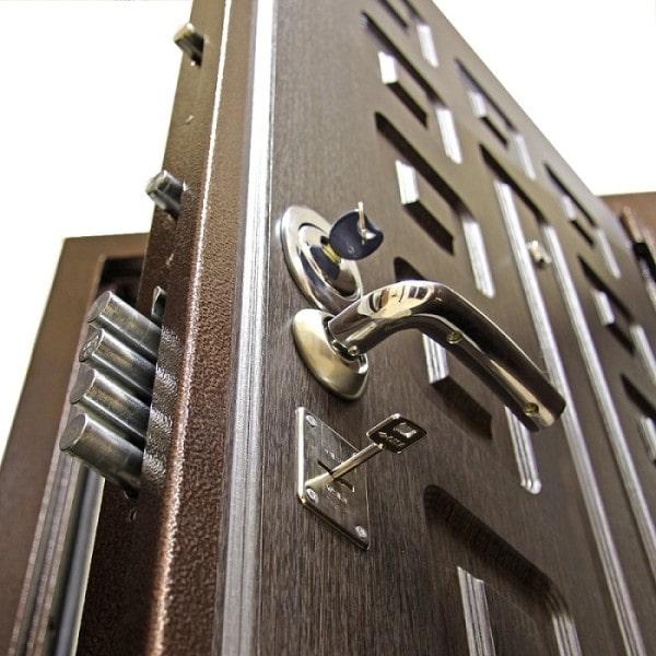 Преимущества современных замков для металлических дверей